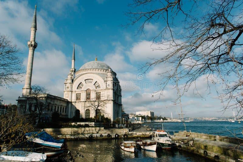 Мечеть Dolmabahce в Стамбуле, Турции Оно было поручено султаном Bezmi Alem Valide вдовствующей королевы стоковое фото