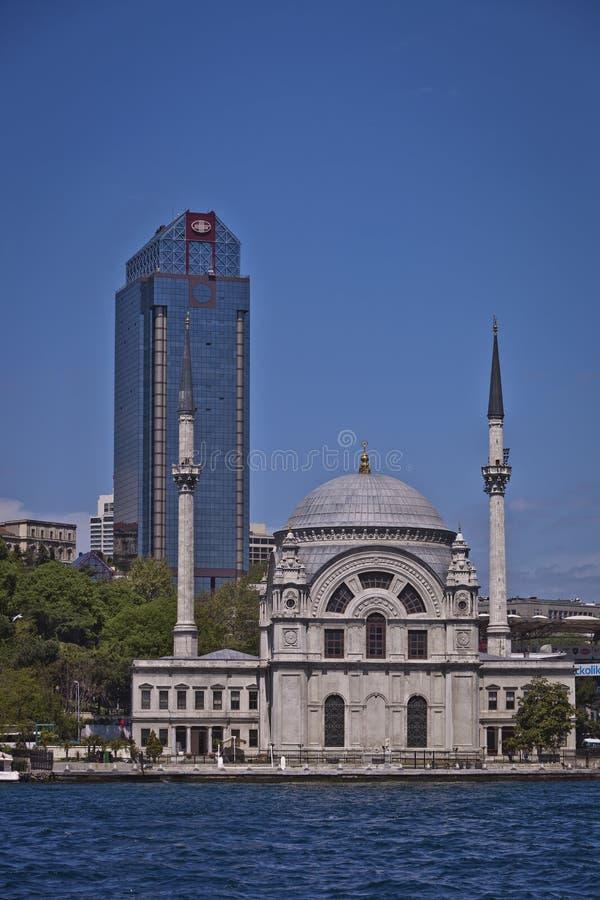 Мечеть Dolmabahce на Bosphorus в Стамбуле стоковые изображения