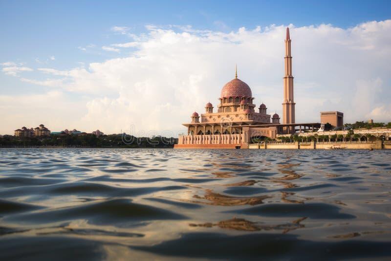 Мечеть Putra в Путраджайя, Малайзии стоковое фото rf