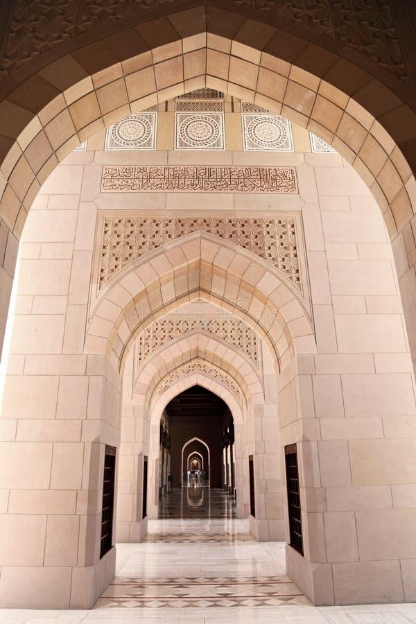 Мечеть Qaboos султана грандиозная, Muscat (Оман) стоковые фото