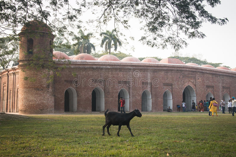 Мечеть Shait Gumbad в Bagerhat, Бангладеше стоковая фотография