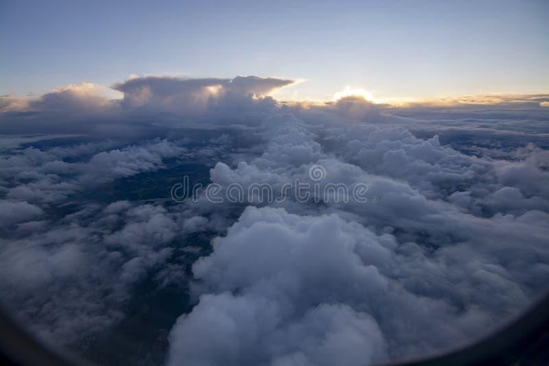 Мечтательное воздушное летание ландшафта облака стоковое изображение