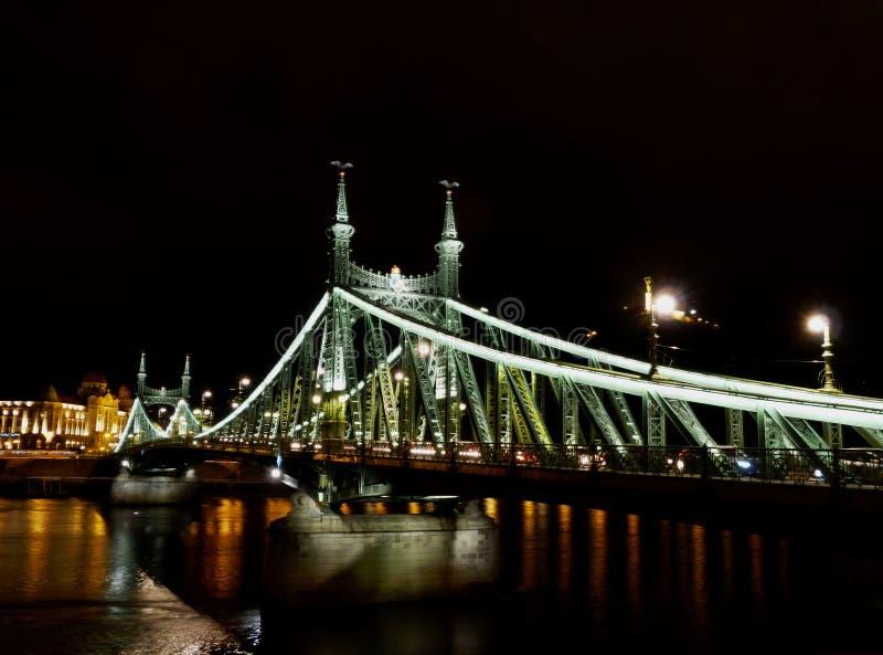 Мечтательный, расплывчатый конспект моста свободы в Будапеште стоковые изображения rf