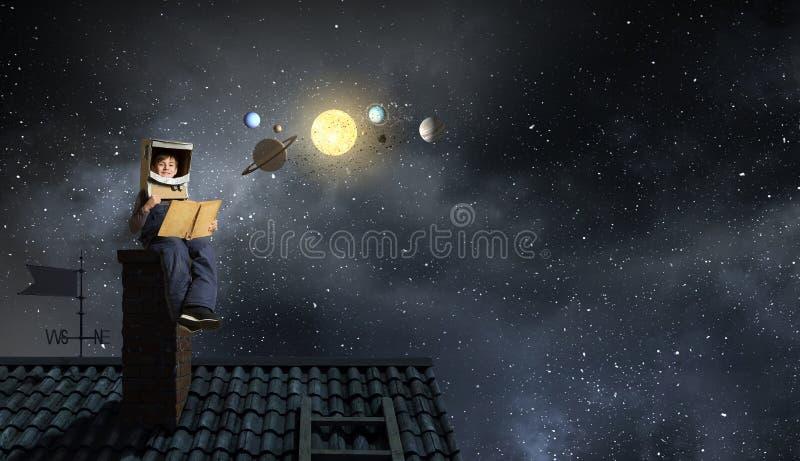 Мечтать быть космонавтом Мультимедиа стоковое фото rf