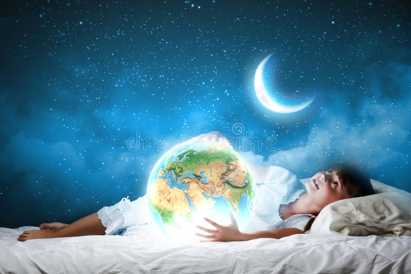 Download Мечтать ночи стоковое фото. изображение насчитывающей подмаренника - 41650750
