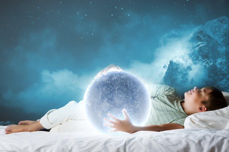 Download Мечтать ночи стоковое изображение. изображение насчитывающей немного - 41650763