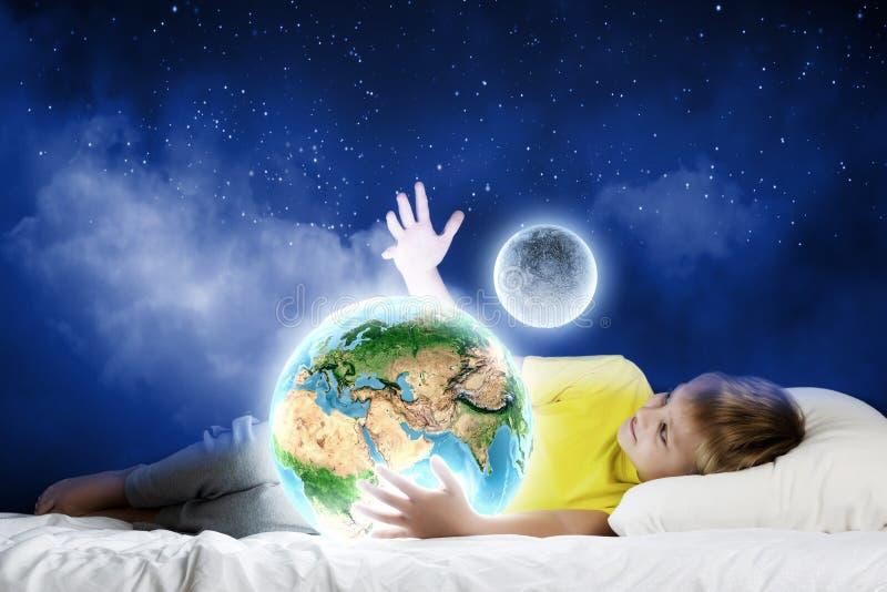 Download Мечтать ночи стоковое фото. изображение насчитывающей вечер - 41651272