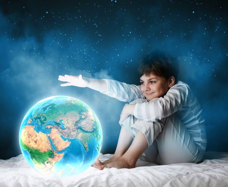 Download Мечтать ночи стоковое фото. изображение насчитывающей ребенок - 41651290