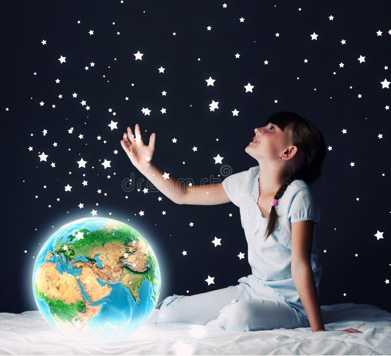 Download Мечтать ночи стоковое изображение. изображение насчитывающей ноча - 41652043