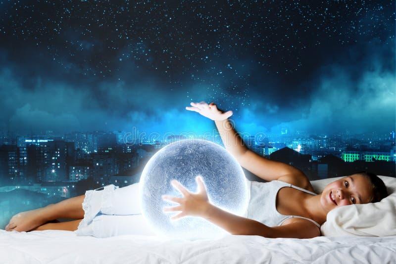 Download Мечтать ночи стоковое изображение. изображение насчитывающей подмаренника - 41652309
