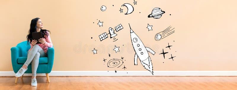 Мечта космоса и ракеты с женщиной используя планшет стоковое фото rf