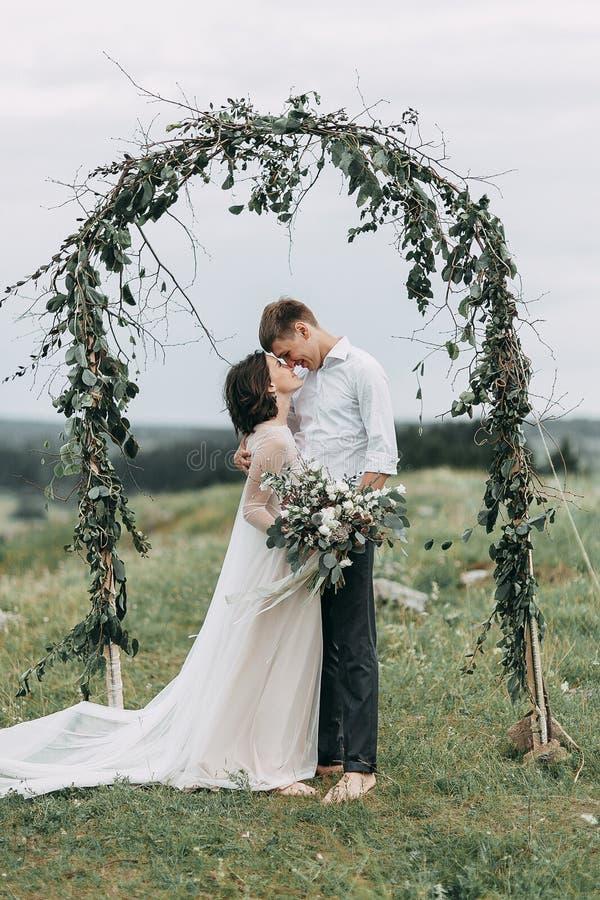 Мечт свадьба в горах стоковые фотографии rf