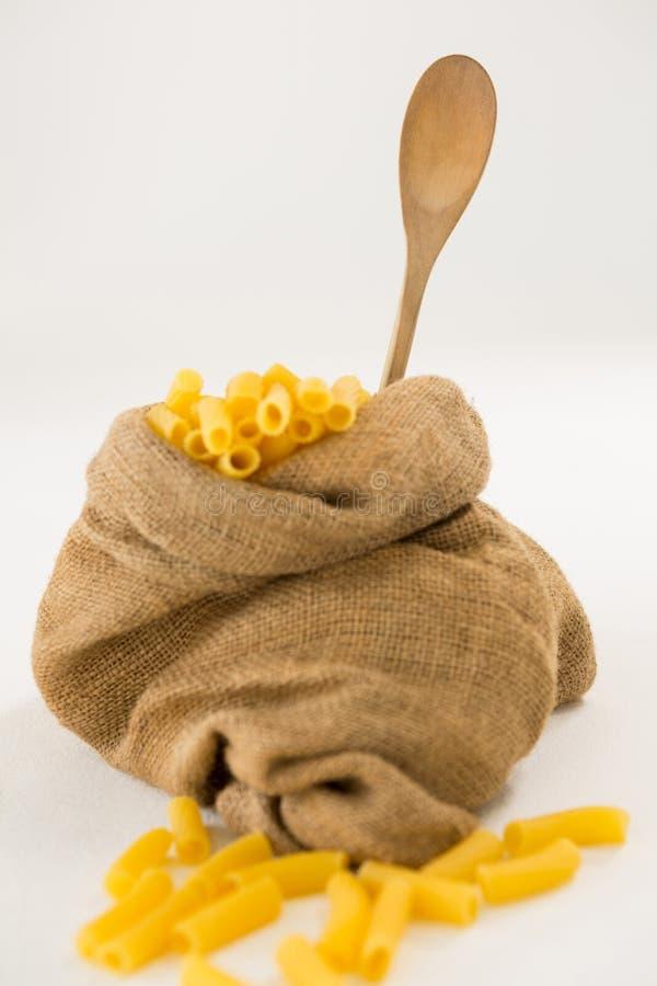 Мешок вполне макаронных изделий макарон стоковая фотография rf