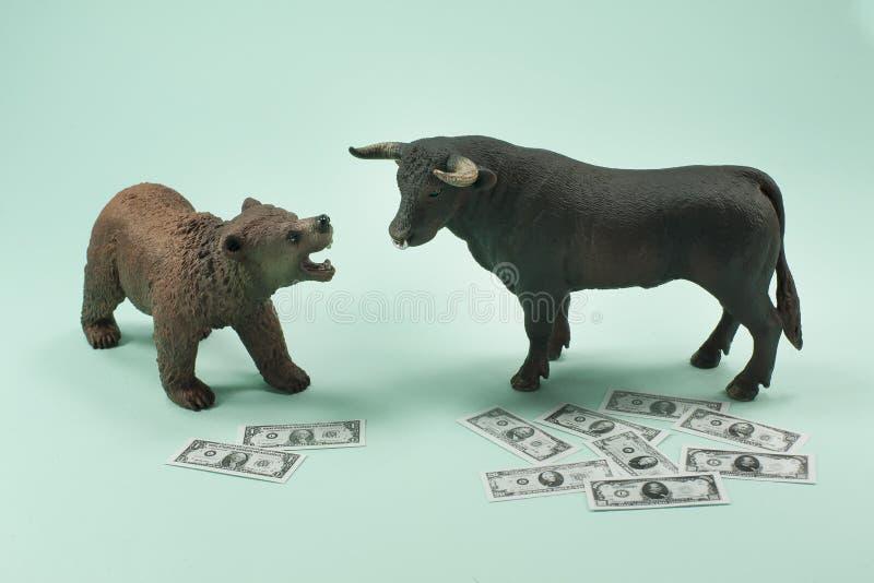 Медведь или рынок тенденцией к повышению курсов стоковые изображения rf