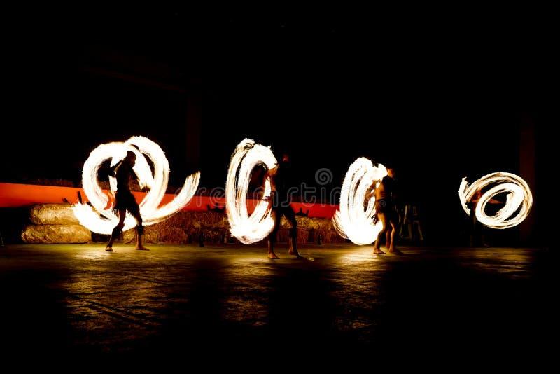 Медленная выдержка затвора выставки огня стоковые изображения