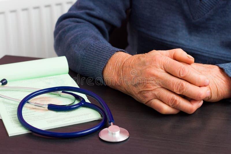 Медицинская страховка для пожилых людей стоковые изображения rf