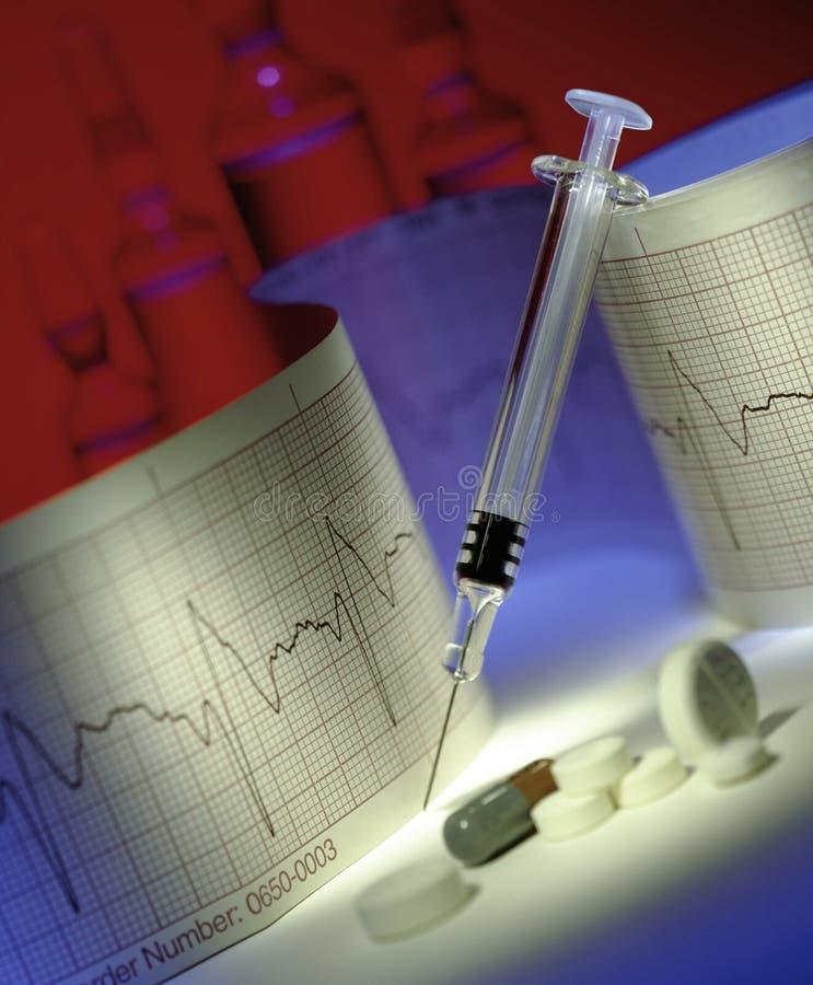 Медицинские - шприц - лекарства - ECG стоковая фотография