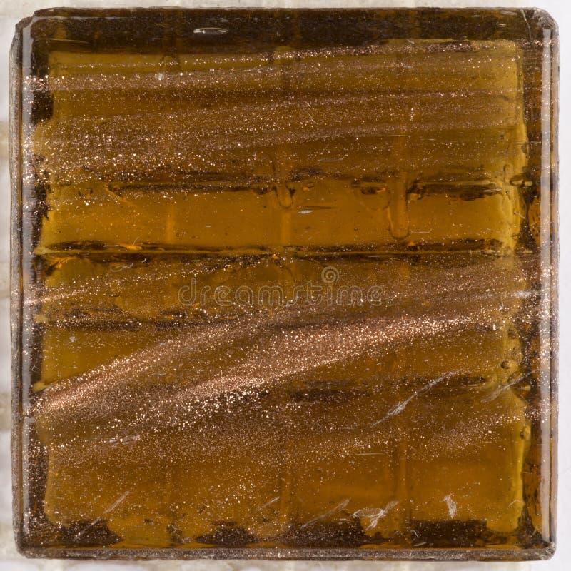 Мед коричневого цвета почему