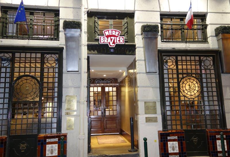 Медник известного ресторана 3 звезд каталога Мишлен простой в Лионе, Франции стоковые фото
