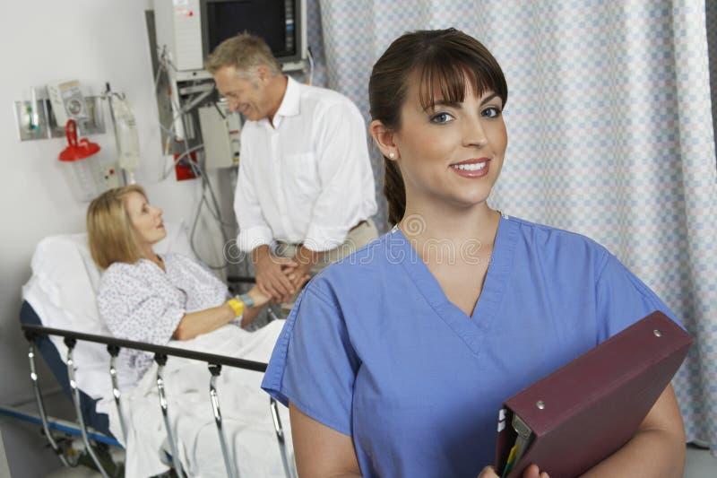 Медсестра в палате стоковое фото rf