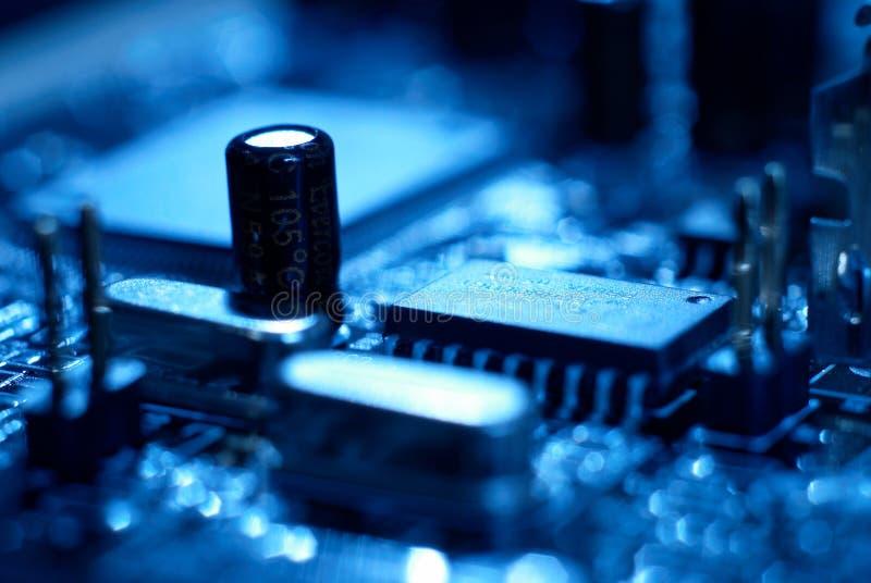 Микропроцессор с предпосылкой материнской платы Цепь обломока доски компьютера Концепция оборудования микроэлектроники стоковые фотографии rf