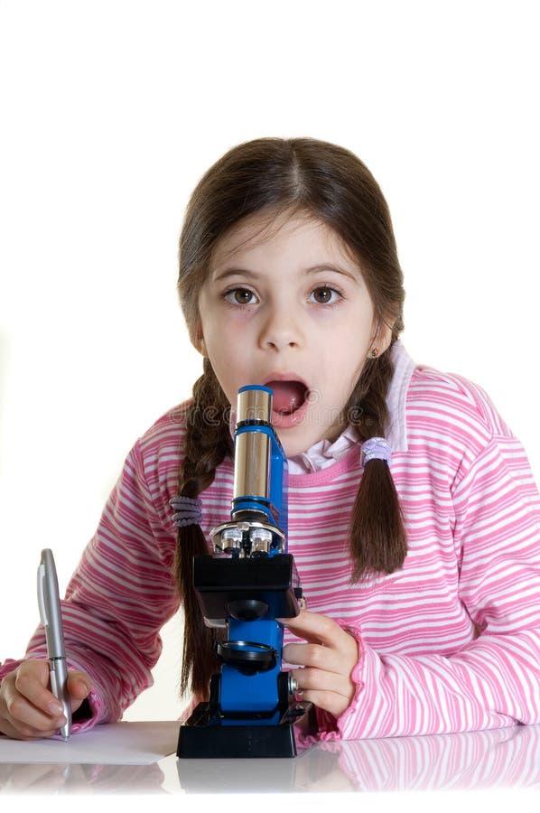 микроскоп ребенка стоковые фотографии rf