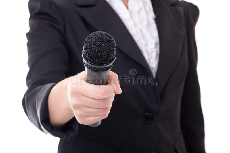 Микрофон в руке женского репортера над белизной стоковые изображения rf