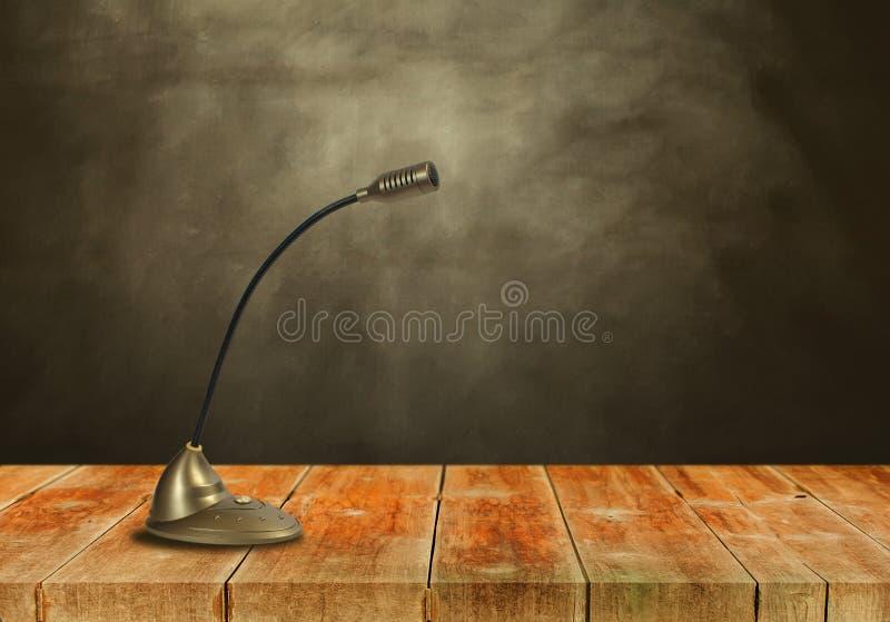 Микрофон конденсатора на woodwalk стоковое изображение