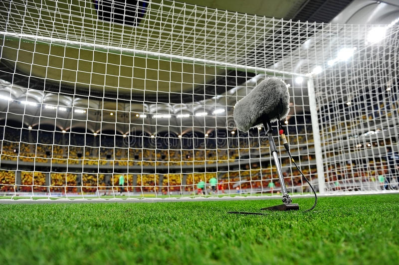 Микрофон на поле спорта стоковое фото