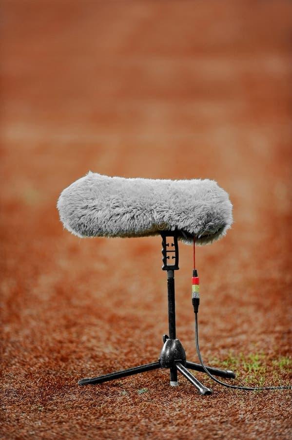 Микрофон на поле спорта стоковое изображение rf