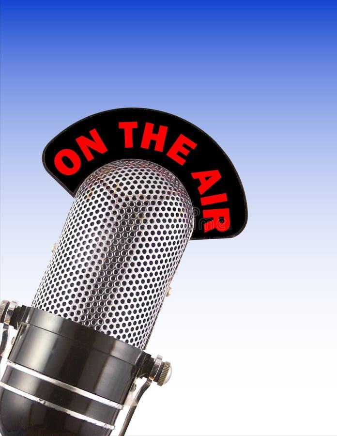 микрофон предпосылки голубой градуированный над ретро иллюстрация вектора