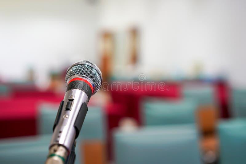 Микрофон фокуса в составляет класс стоковая фотография rf