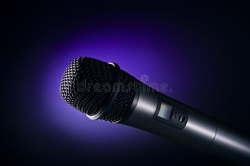 Download Микрофон стоковое фото. изображение насчитывающей черный - 40582290