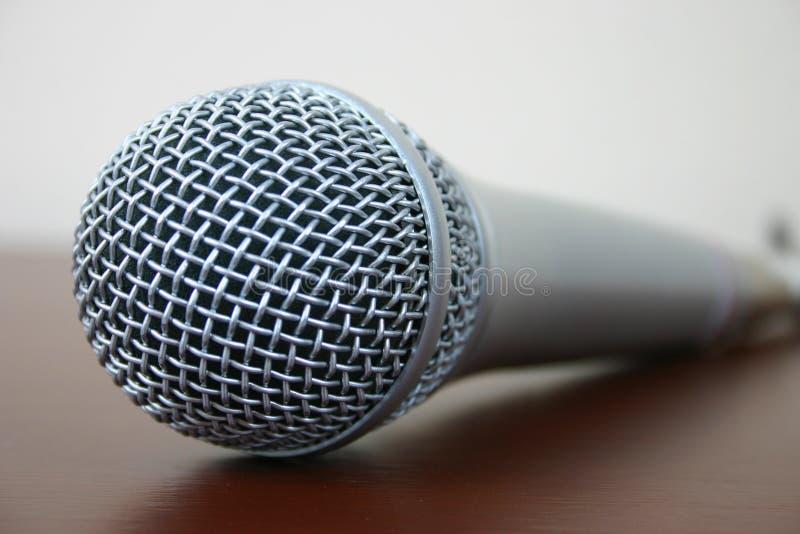 Download микрофон стоковое изображение. изображение насчитывающей беседа - 650451