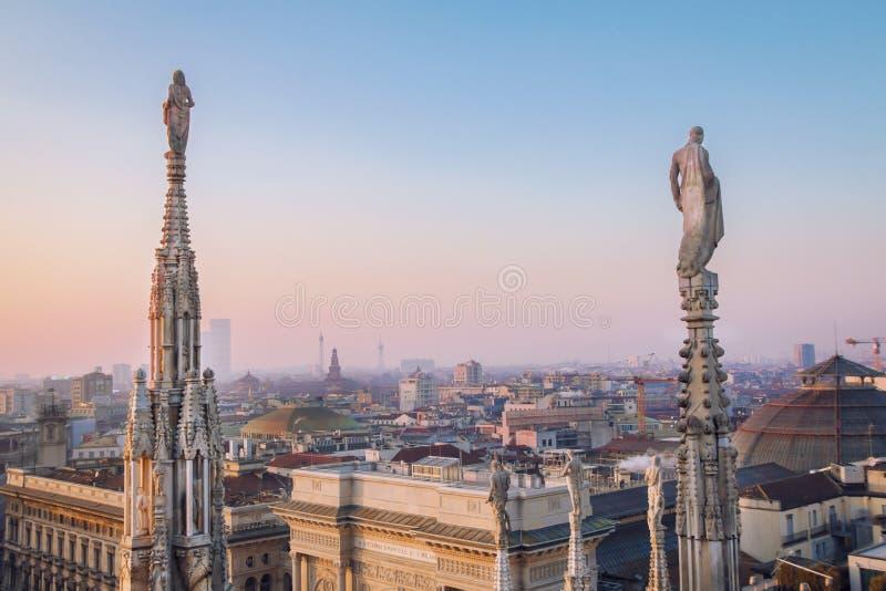 Милан вечера, взгляд города от террасы Duomo стоковая фотография rf