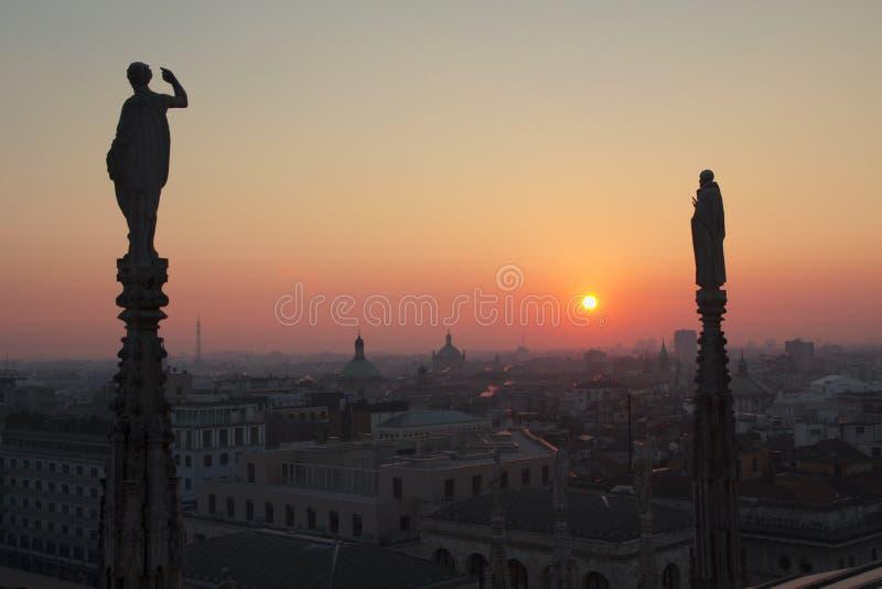 Милан вечера, взгляд города от террасы Duomo стоковая фотография