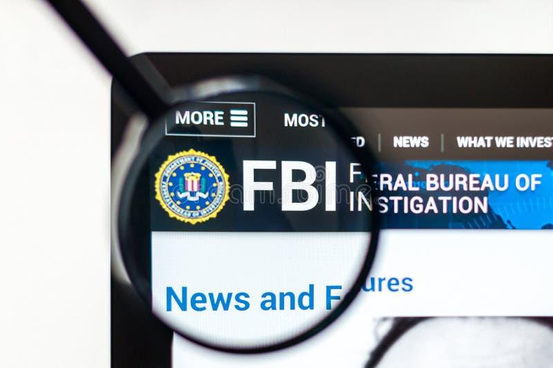Милан, Италия - 10-ое августа 2017: Домашняя страница вебсайта ФБР Отечественные разум и служба безопасности Соединенных Штатов, стоковая фотография
