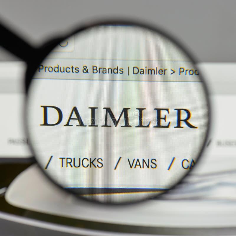 Милан, Италия - 10-ое августа 2017: Логотип Daimler на hom вебсайта стоковая фотография
