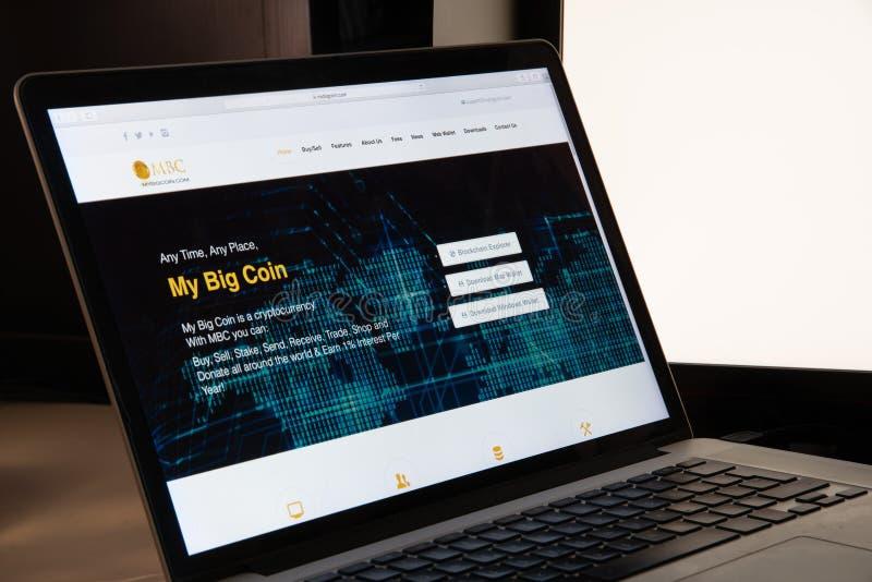 Милан, Италия - 15-ое августа 2018: МОЕ БОЛЬШОЕ websi онлайн-банкингов МОНЕТКИ стоковые изображения rf