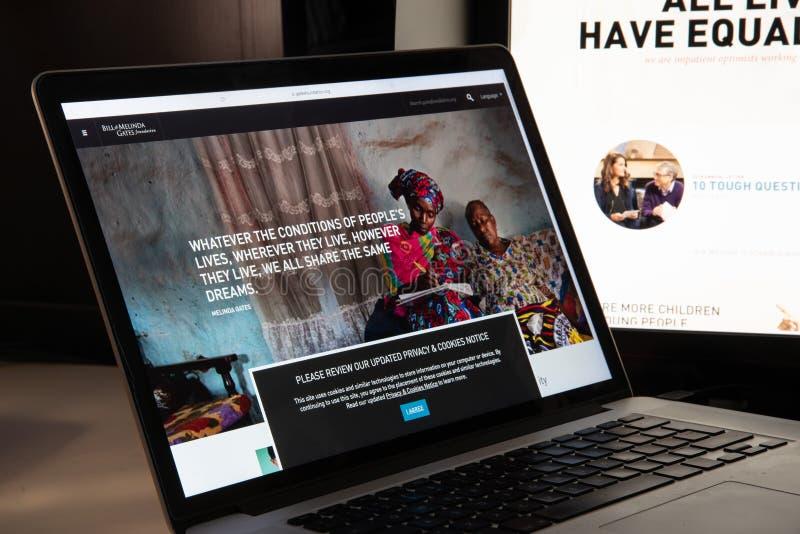 Милан, Италия - 15-ое августа 2018: websit НЕПРАВИТЕЛЬСТВЕННОЙ ОРГАНИЗАЦИИ учреждения Билла Гейтса стоковые изображения
