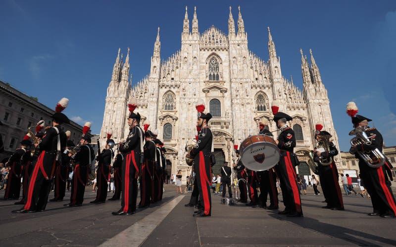 МИЛАН, ИТАЛИЯ 1-ОЕ ИЮНЯ 2017: Военный оркестр Carabinieri стоковые изображения
