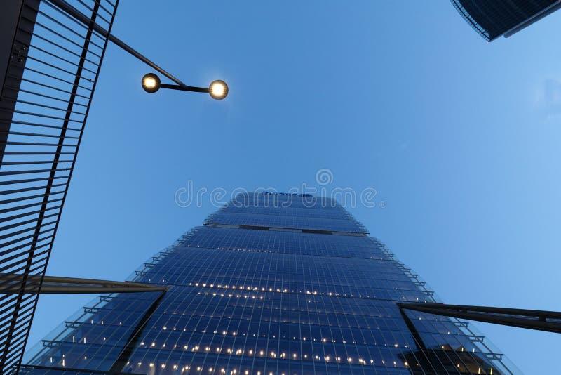 МИЛАН, ИТАЛИЯ, 18-ое января 2018 - новая современная строя башня Isozaki ` городской жизни `, милана стоковые изображения rf