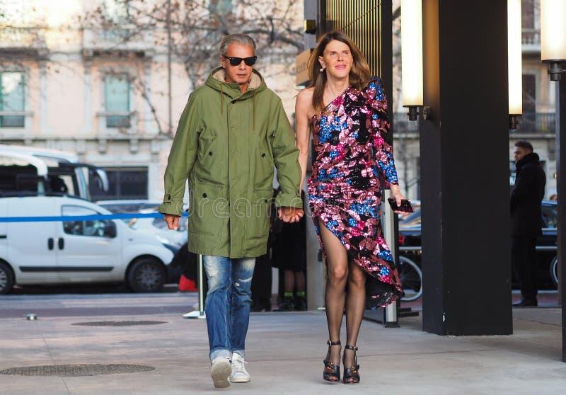 МИЛАН, Италия 12-ое января 2019: Обмундирования стиля улицы во время MFW стоковое фото