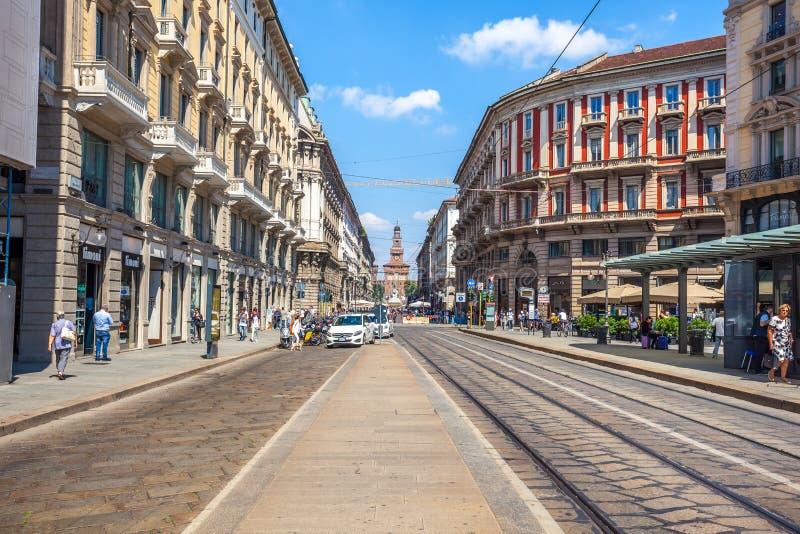 Милан, Италия - 25 06 2018: Через улицу Dante в центре  стоковые изображения