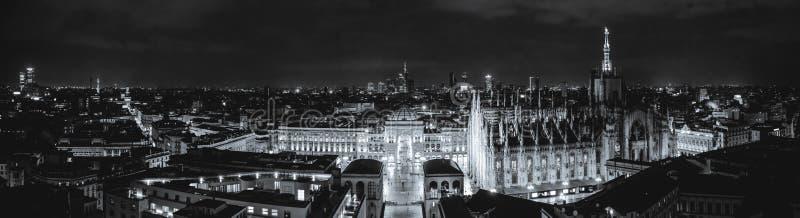 Милан, Италия - 08 31 2018: Di Милан Duomo - galleria Vittorio Emanuele, вид с воздуха - ноча стоковые фотографии rf
