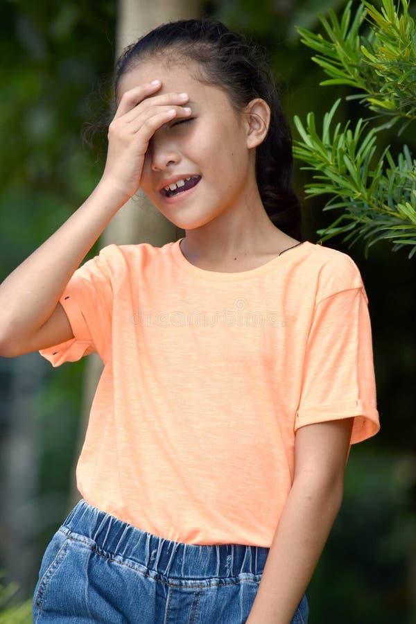 Милая азиатская девушка и застенчивость стоковое фото