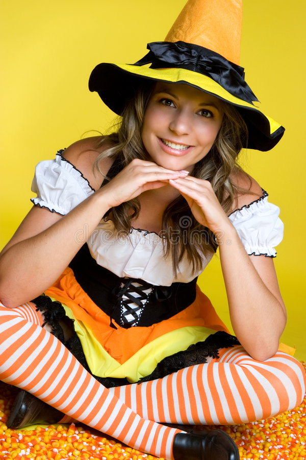 милая ведьма halloween стоковое изображение rf