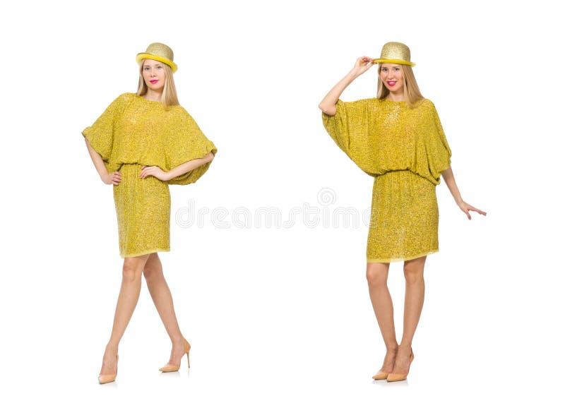 Милая высокорослая женщина в желтом платье изолированном на белизне стоковое фото rf