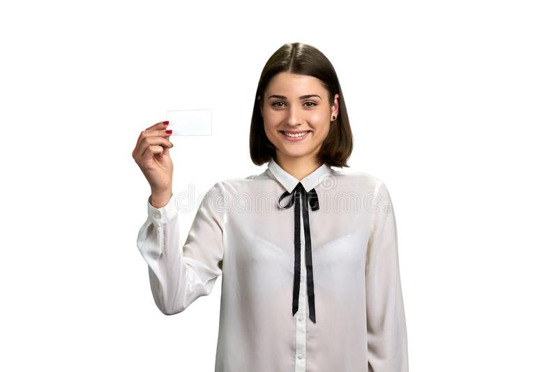 Милая девушка с карточкой чистого листа бумаги стоковое изображение