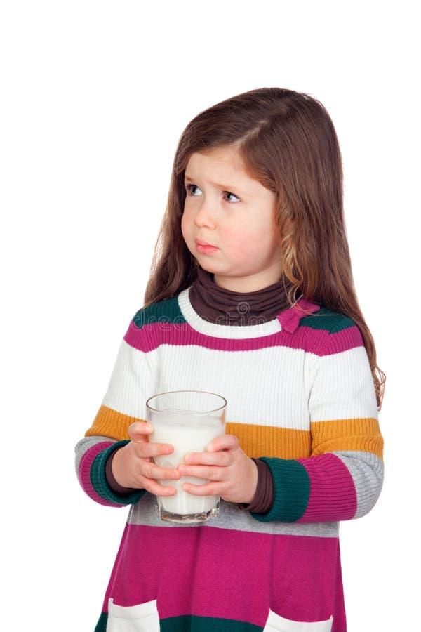 Милая девушка с стеклом молока стоковое фото rf